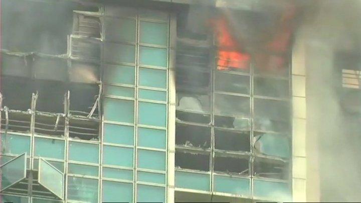 В Мумбае в одном из небоскребов вспыхнул пожар