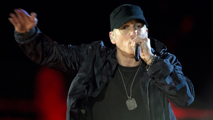 """Стрельба"" на концерте Eminema вызвала панику в зале (видео)"