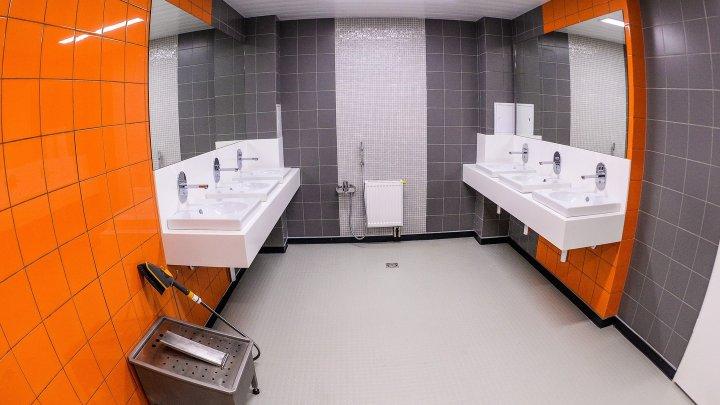 Салфетки, мыло и двери: Учёные назвали главную опасность общественных туалетов