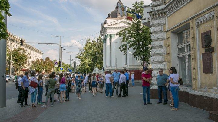 В Кишиневе прoходит акция протеста против решения суда об отмене итогов выбора мэра столицы