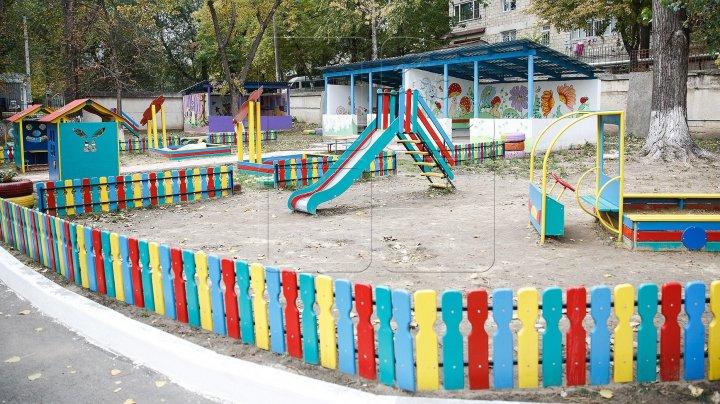Трое детей убежали из столичного детсада и несколько часов гуляли по улицам