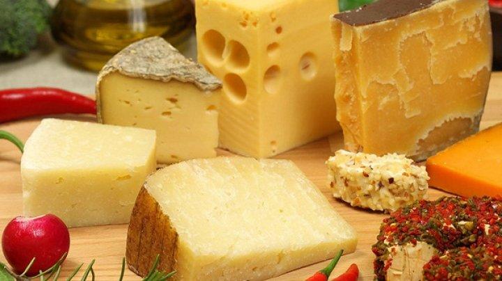 Во Франции 14 детей отравились сыром, один ребенок умер