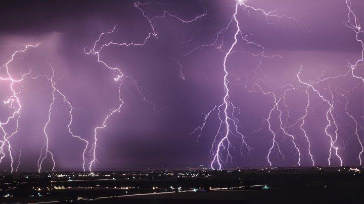 30 тысяч человек остались из-за грозы без электричества в Новосибирской области