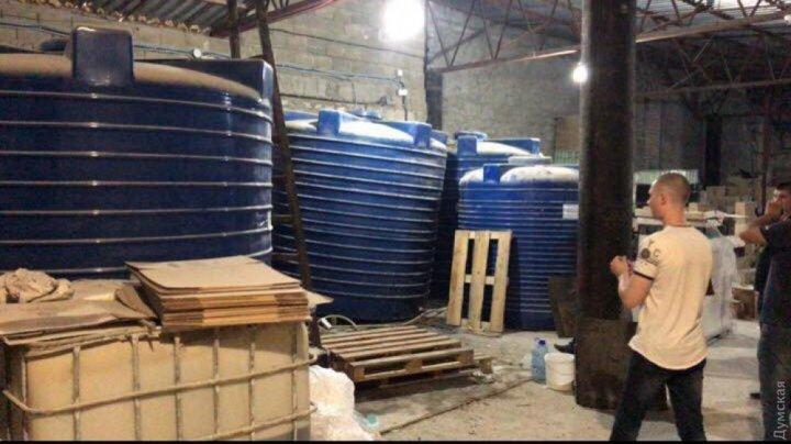 В Одессе накрыли подпольный цех, где фасовали некачественное оливковое масло, кофе и стиральный порошок