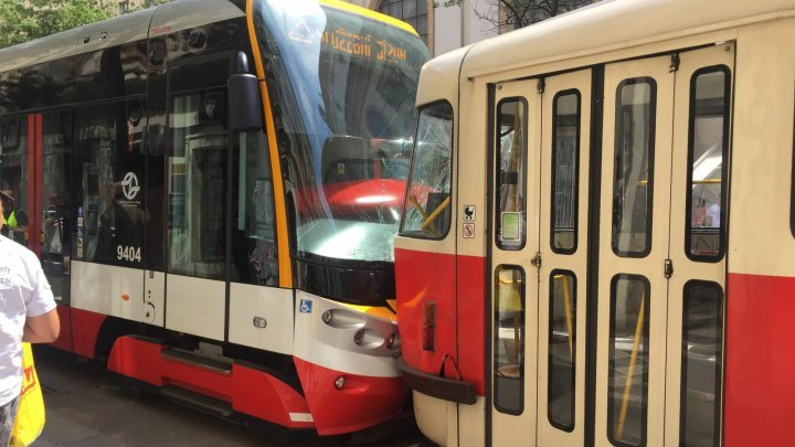 При столкновении двух трамваев в Праге пострадали 23 человека