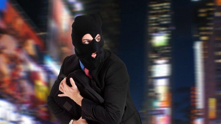 В Москве грабитель забрался по веревке в здание офиса и похитил сейф с 60 тысячами евро