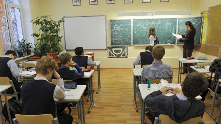 """Школьное правило о """"звонке для учителя"""" оспорили в прокуратуре"""