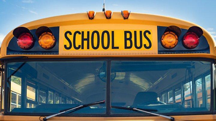 В США в ДТП с грузовиком и школьным автобусом пострадали не менее десяти человек