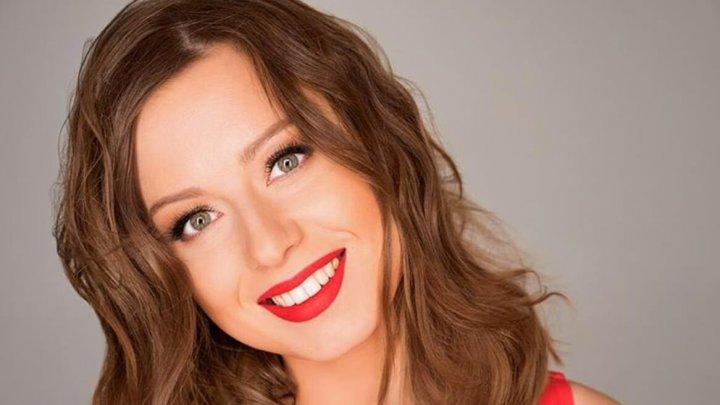 Певица Юлия Савичева показалась без нижнего белья