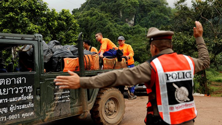 Четверо военных последними вышли из пещеры в Таиланде