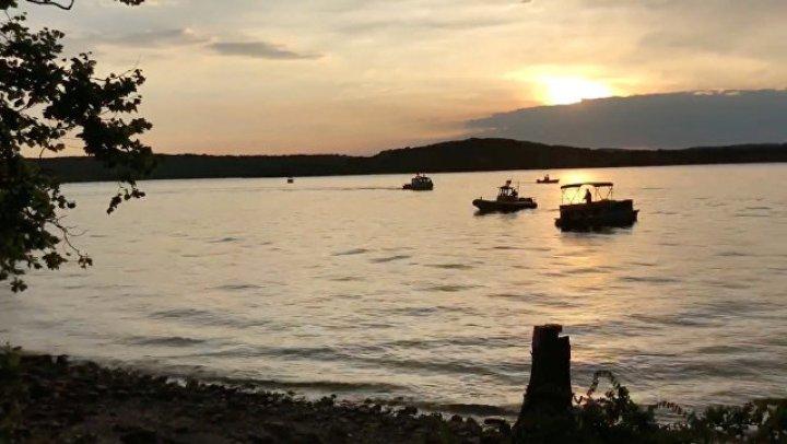 Капитан затонувшего в Миссури судна разрешил пассажирам не надевать спасательные жилеты
