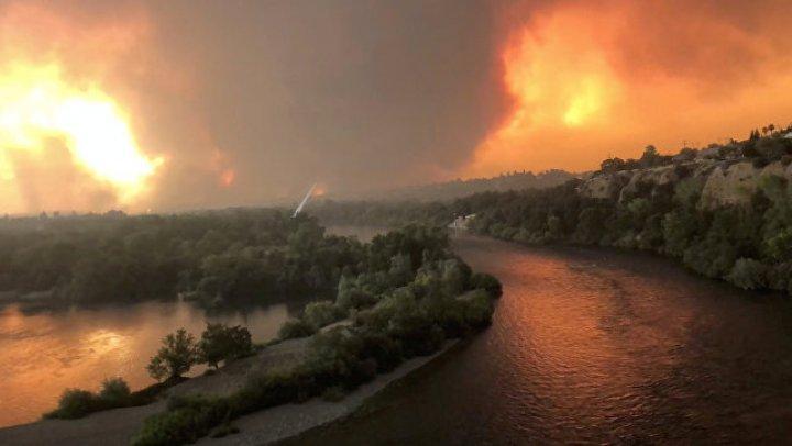 Лесной пожар в Калифорнии уничтожил 500 домов