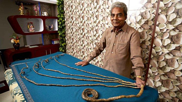 Индиец подстриг ногти, которые отращивал 66 лет