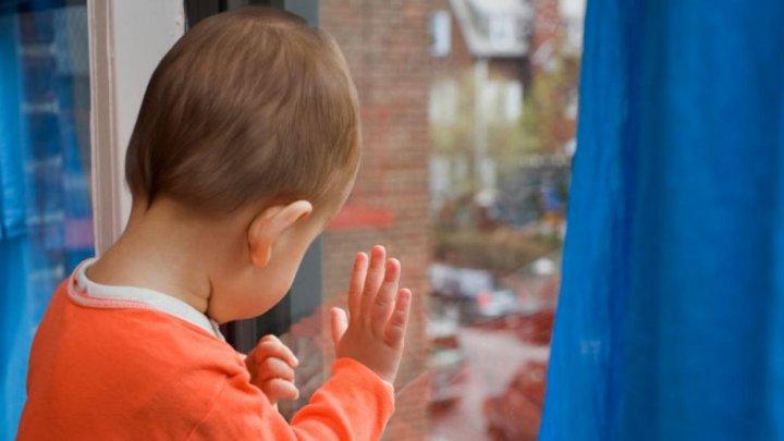 Двухлетний малыш разбился, выпав из окна в Подмосковье
