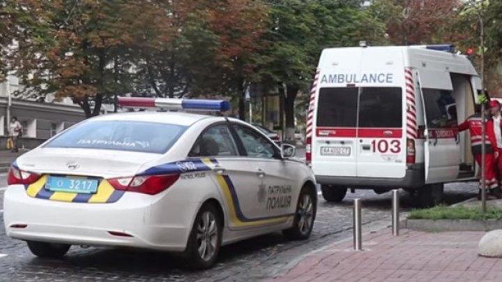 В Киеве мужчина пытался покончить с собой, бросаясь под колеса авто