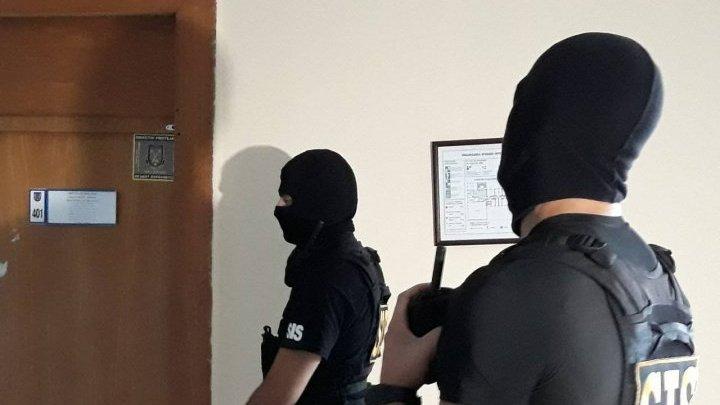 В офисах налоговой службы Молдовы проходят обыски по делу о коррупции