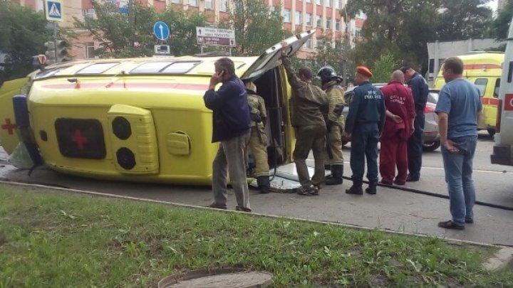 В Вологде перевернулась скорая, которая везла в больницу ребёнка (видео)