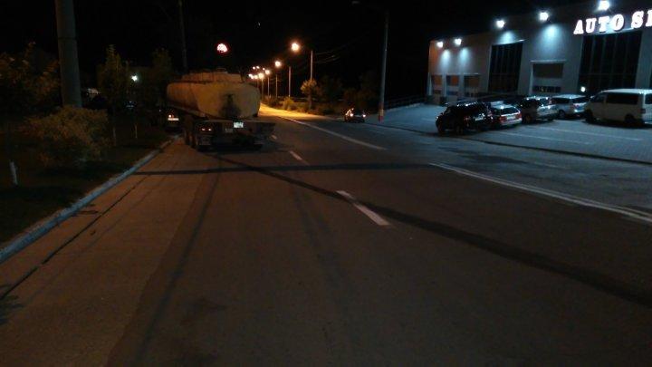 На Ð§ÐµÐºÐ°Ð½Ð°Ñ Ð»ÐµÐ³ÐºÐ¾Ð²Ð¾Ð¹ автомобиль столкнулся с автоцистерной, есть пострадавшие (фото)