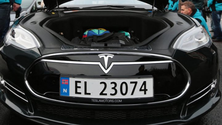 Tesla выпустила ограниченную серию досок для серфинга