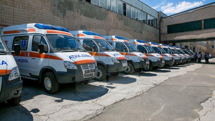 Молдавские села в скором времени получат новые машины скорой помощи (фоторепортаж)