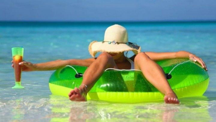 Психологи рассказали, почему люди устают в отпуске сильнее, чем на работе