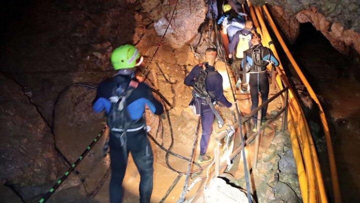 Из пещеры в Таиланде эвакуировали шесть школьников