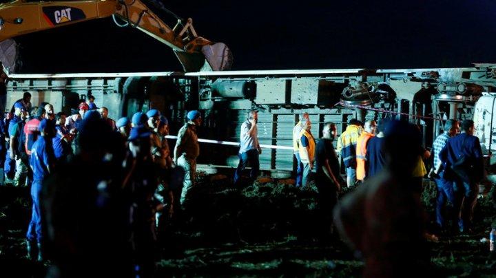 В Турции пассажирский поезд сошел с рельсов, погибли 24 человека