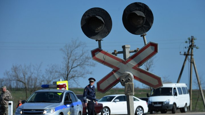 Под Липецком поезд протаранил легковушку с пассажирами