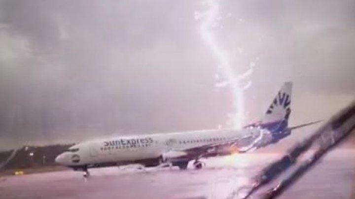 Молния ударила в пассажирский самолёт в аэропорту Цюриха