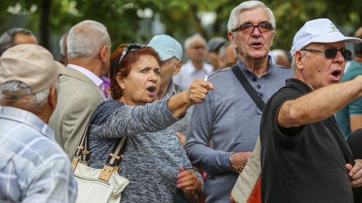 Выбили микрофон из рук: Сторонники Нэстасе вновь напали на журналиста Publika TV