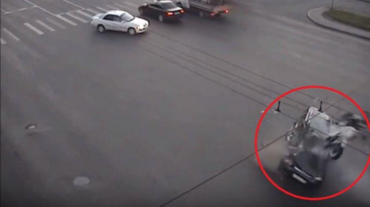 Авария, унесшая жизнь мотоциклиста в Кемерове, попала на видео