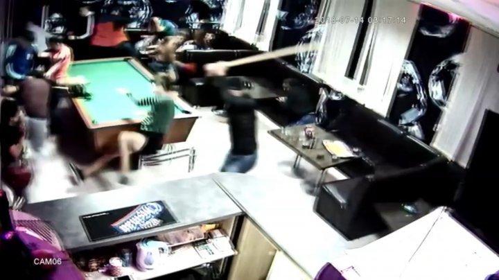 Массовая драка в Хынчештском баре: 20 парней сошлись в рукопашную (фото)