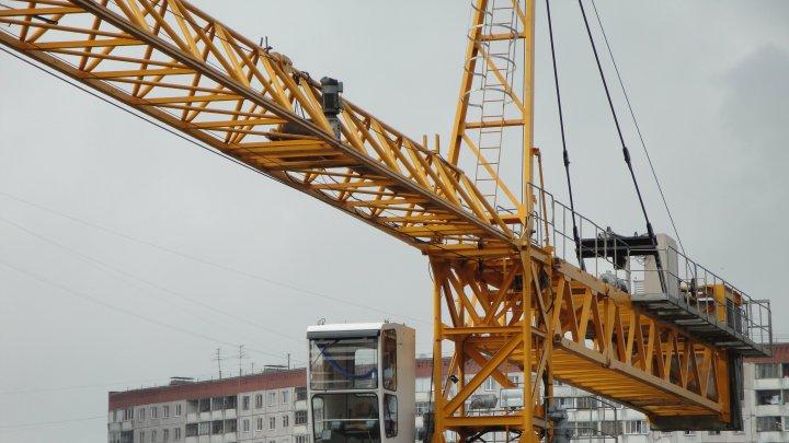 В результате падения башенного крана в Югре погиб рабочий (фото)