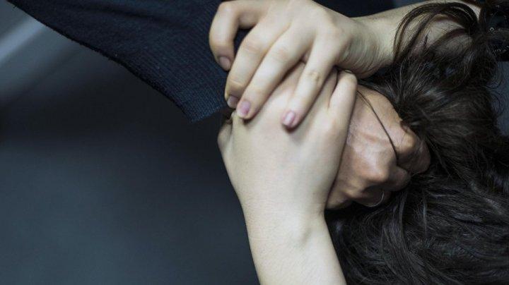 Пьяная медсестра оскорбляла и таскала детей за волосы в Харькове