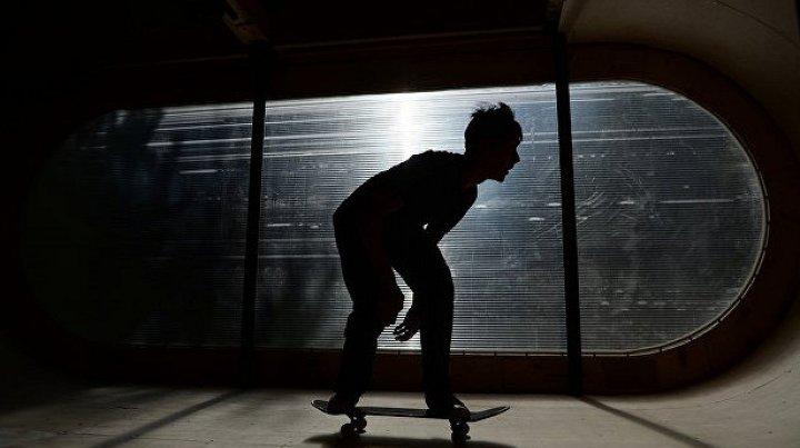 Скейтборд спас подростка от удара молнии