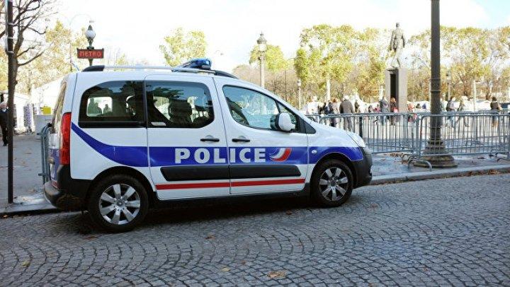 Автомобиль протаранил дверь мечети на севере Франции