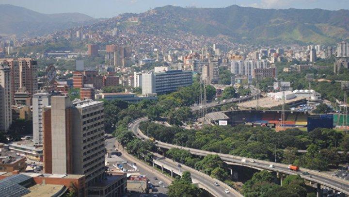 В Венесуэле пообещали повысить минимальную зарплату в 60 раз