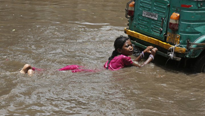 Число жертв наводнения в Индии возросло до 67