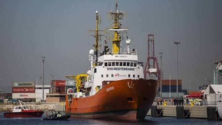 Во Франции более 40 мигрантов с судна Aquarius получили статус беженцев
