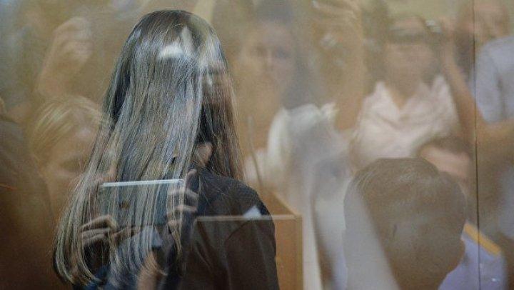 Убившим отца сестрам разрешили учиться в СИЗО