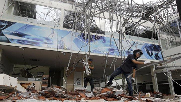 В Индонезии не менее 50 человек оказались под завалами мечети
