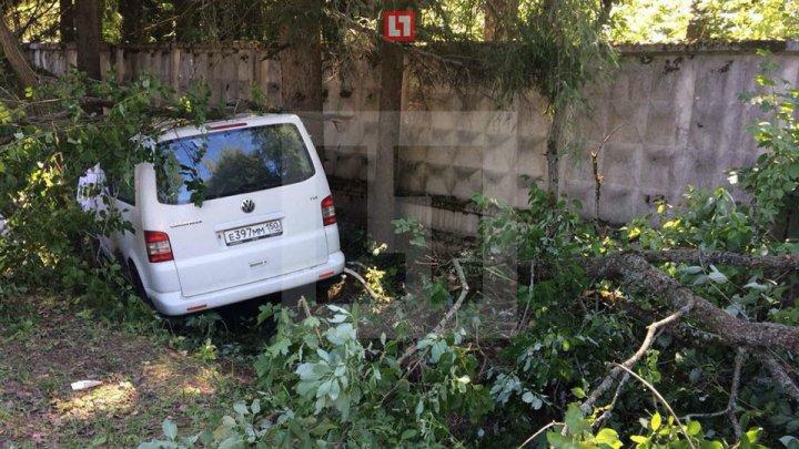 Водитель попавшего в ДТП микроавтобуса с детьми в Подмосковье умер от инфаркта