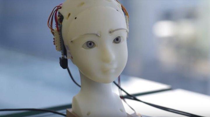 Японцы научили робота копировать мимику человека