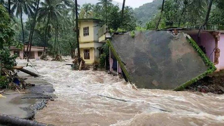 Наводнения в Индии: число жертв превысило 440