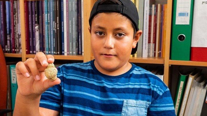 Израильский мальчик нашел редкую древнюю фигурку богини