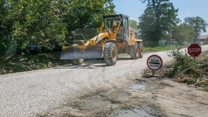 В Окнице отремонтируют 47 участков местных дорог (фоторепортаж)