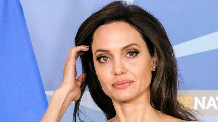 СМИ: Анджелина Джоли госпитализирована с психическим расстройством