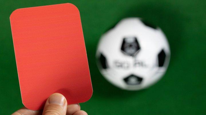 В Англии футбольного арбитра уволили за шутку над инвалидами