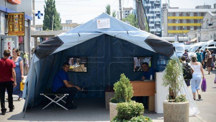 По всей стране установили палатки первой помощи из-за жары