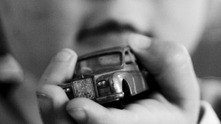 5-летний мальчик задохнулся в салоне автомобиля своей матери
